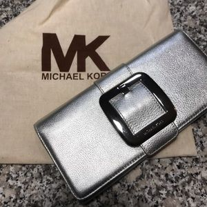 🎄🎁 Michael Kors Clutch